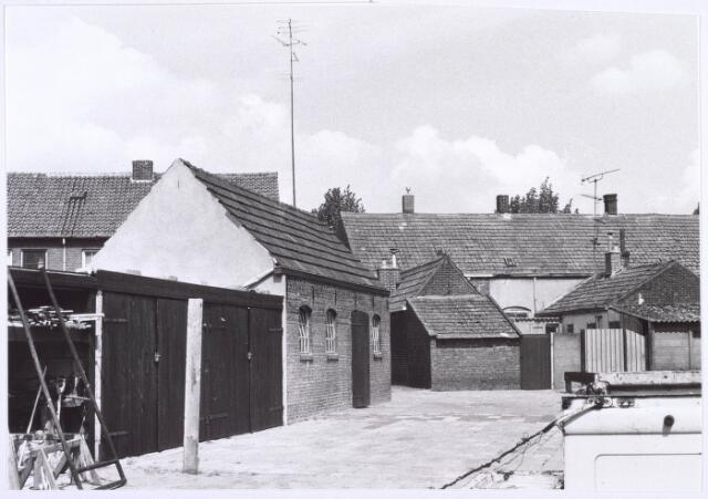 018829 - Binnenplaats achter woningen aan de Generaal Winkelmanstraat