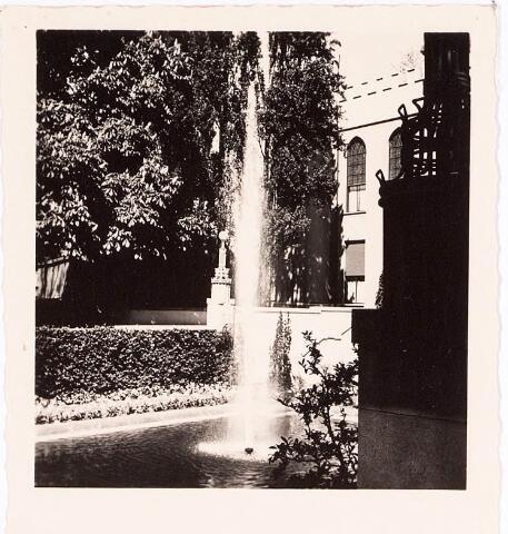 032215 - Fontein bij het Paleis-Raadhuis aan het Stadhuisplein.