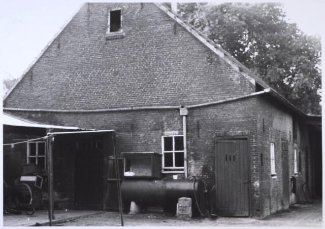 023673 - Schuur op het erf van een boerderij aan de Kempenbaan, voorheen Koningshoeven. Deze stal stond achter het woonhuis van de familie Claassen.