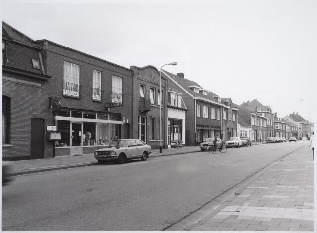 026589 - Panden aan de zuidzijde van de Molenstraat anno 1982