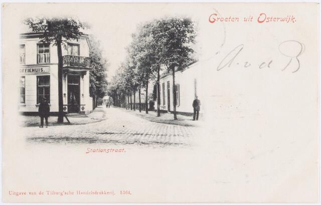 057640 - Stationsstraat. Horeca.  Links het stationskoffiehuis  (hoek Dorpsstraat/Stationsstraat). Een gedeelte van dit pand werd later restaurant.