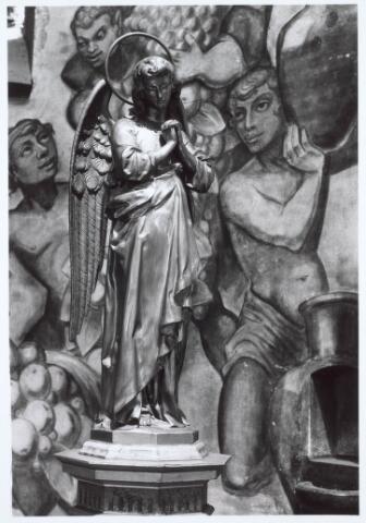 019660 - Beeld van een staande engel uit de Goirkese kerk