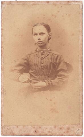 003820 - Francisca Josephina de BRES, geboren 11 december 1858 in Tholen, overleden op 27 maart 1938 te Tilburg. Van beroep: kruidenierster. Huwde op 11 mei 1892 te Tilburg met Franciscus Wilhelmus van Kasteren, geboren te Vught op 2 mei 1860, overleden op 25 maart 1943. Van beroep: timmerman.