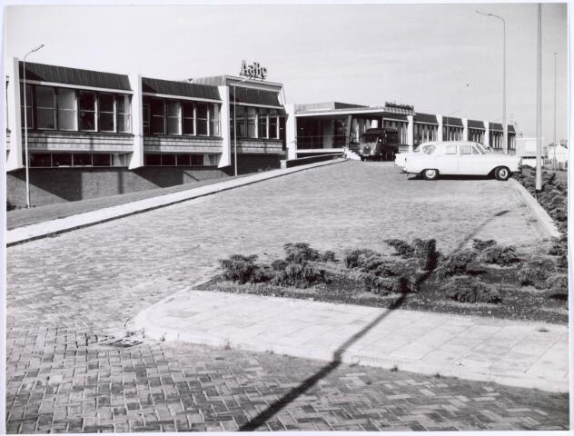 022456 - Vooraanzicht van wollenstoffen- en wollendekenfabriek AaBé N.V. Met circa 1400 werknemers was het een van de grootste textielfabrieken in Tilburg