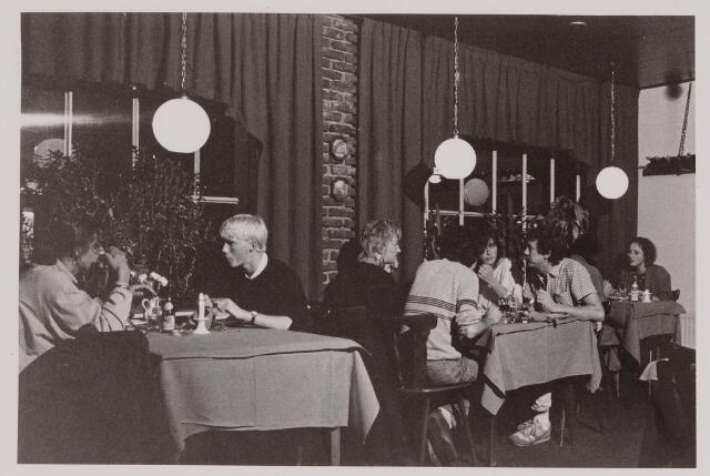 040572 - Café Da Gero, Heuvel 48.