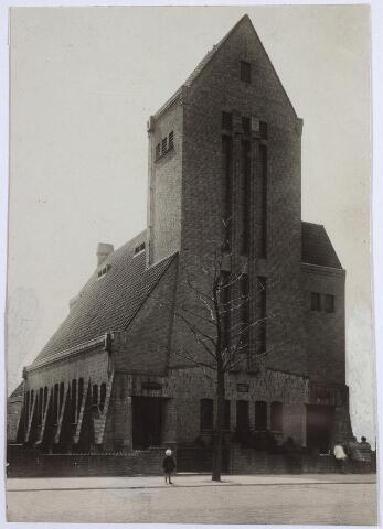 026523 - Gereformeerde Ker aan het Molenbochtplein, gebouwd in 1923.