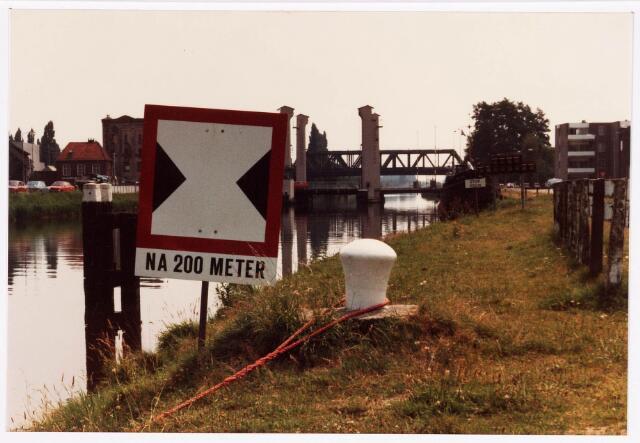 034738 - Wilhelminakanaal met op de voorgrond de hefbrug aan de Bosscheweg en daarachter de spoorbrug