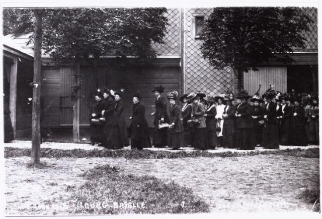 008708 - Processies. Tilburgse pelgrims in processie te Den Briel omstreeks begin 1900.