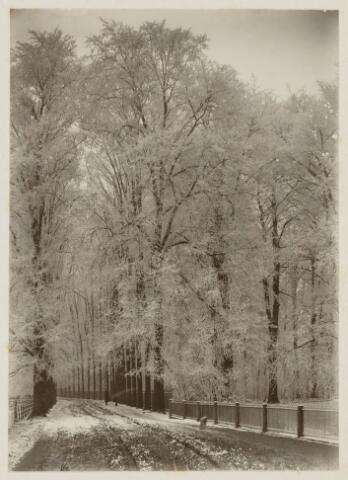102284 - Ridderstraat met de tuin van de familie Oldeneel tot Oldenzeel.
