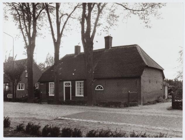 062928 - Woning op de hoek St. Willibrordusstraat en Raadhuisstraat 22