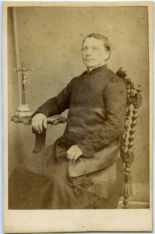 604796 - Wilhelmus de Bever, geboren op 28 april 1830 te Udenhout als zoon van landbouwer Martinus de Bever en Anna van Iersel. Wilhelmus werd tot priester gewijd op 2 juni 1855 en werd vervolgens assistent te Gerwen. Wilhelmus vertrok in 1858 naar Nuland als kapelaan en tien jaar later, in 1868, verliet hij Nederland en vertrok naar Detroit.