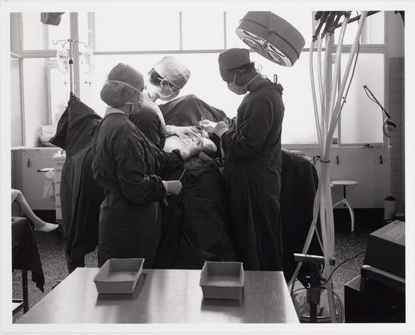 041862 - Elisabethziekenhuis. Gezondheidszorg. Ziekenhuizen. Operatie in het St. Elisabethziekenhuis