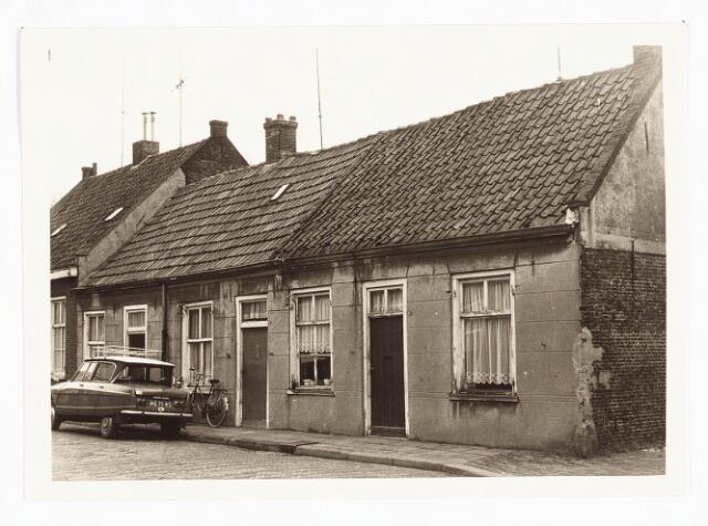 028065 - Stadsvernieuwing: Woningen voor afbraak bestemd aan de Veldstraat 28-30-32, thans Pastoor van Beurdenstraat