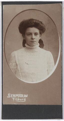 005658 - Jeanne Francoise Anne Marie Joseph Schijns, geboren te Tilburg 23 december 1892.