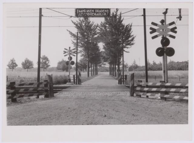 037287 - Spoorwegen: overweg bij Boerke Mutsaers