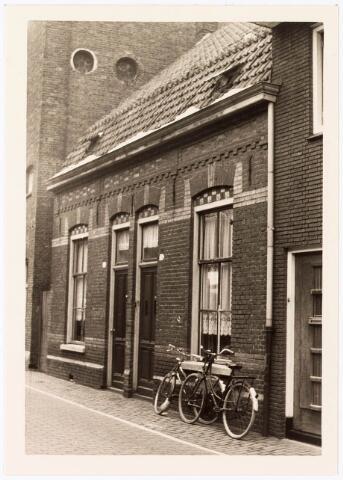 033810 - Stadsvernieuwing. Woningen aan de Veemarktstraat 36 en 38. Deze werden afgebroken i.v.m. de nieuwbouw van een nachtclub Blue Note.