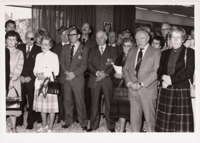 043255 - Ontvangst genodigden op het paleis raadhuis op 27 oktober 1984 b.g.v. 'Tilburg 40 jaar bevrijd'.