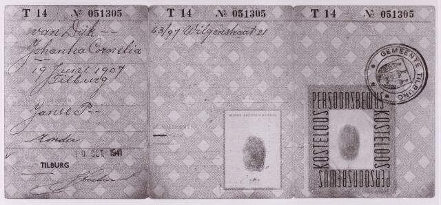 013522 - Tweede Wereldoorlog. Persoonsbewijs van Johanna Cornelia van Dijk, geboren te Tilburg op 19 juni 1907 en wonende in de Wilgenstraat