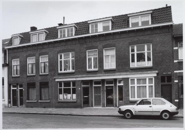 026582 - Panden Molenstraat 22, 24, 26 en 28 (van links naar rechts) halverwege maart 1986