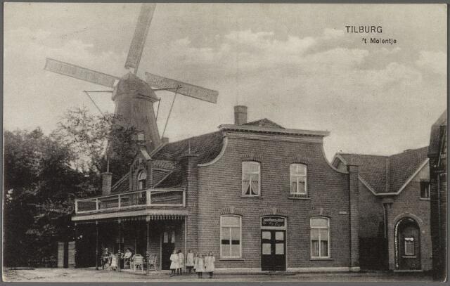 010768 - Rosmolenplein met 'Teurlings molentje' en café Nieuw Molenzicht. De laatste eigenaar van de molen was J.B. Holten, die ook molenaar was aan de Heikant. In 1926 werd F. v.d. Put eigenaar. Na de sloop van de molen in 1927, werd per 20.6.1927 Augustinus Antonius Hoes bewoner van het café. Hij was klerk van bij de afdeling brandassurantie van de N.C.B., maar in 1931 wordt hij ook caféhouder genoemd. De naam van het café werd 't Molentje. Als caféhouder werd hij op 29.4.1932 opgevolgd door Petrus .J. Graafmans, getrouwd met Johanna C.C. van Weegberg. Een jaar later, in 1933 werd aan het café een nieuwe concertzaal gebouwd door eigenaar F. v.d. Put. De volgende verenigingen waren toen 'thuis' bij Graafmans: het Tilburgs gemengd zangkoor 'Zang en Vriendschap' en de 'Kon. Erkende R.K. Gymnastiekvereniging Kunst en Kracht'. Na de Tweede Wereldoorlog werd Frans van de Put  Frzn. caféhouder.
