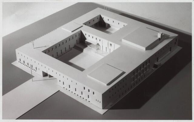 022569 - Maquette van de Aula van de Katholieke Economische Hogeschool (thans Universiteit van Tilburg), een ontwerp van de Tilburgse architect Bedaux