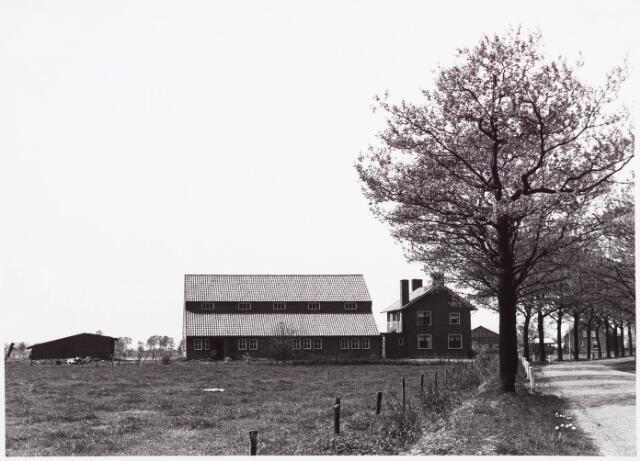 025418 - Boerderij aan de Langendijk begin mei 1970
