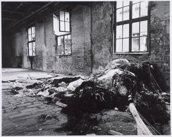 022191 - Textiel. Sloop van wolspinnerij Pieter van Dooren aan de Hilvarenbeekseweg in 1975