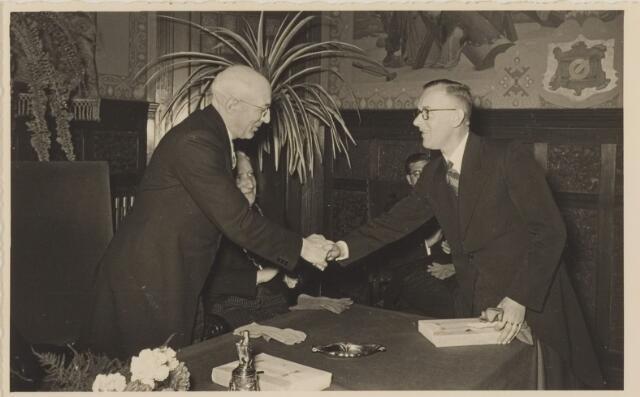 085289 - Dongen. 40 jarig ambtsjubileum van gemeentesecretaris Jan Vlaminkx