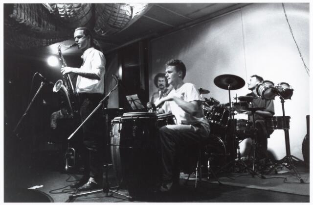 052511 - Muziekleven. popmuziek.  'Paradox Jazzclub Tilburg' 6 december 1990.