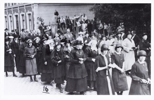 008865 - Tilburgse bedevaart Tilburg-Kevelaer in de jaren twintig.