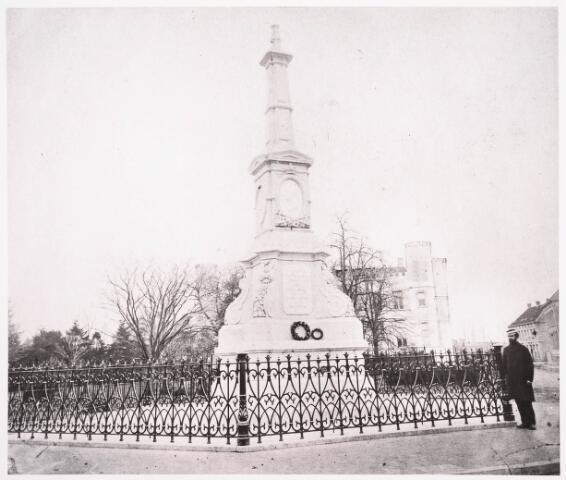 036016 - Gedenknaald koning Willem II, thans Stadhuisplein.