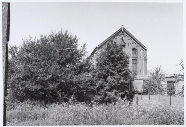 019240 - Gebouw behorende tot het complex van wollenstoffenfabriek C. Mommers. Het is het hoogste fabrieksgebouw dat ooit in Tilburg is gebouwd. Het is in twee etappen tot stand gekomen, te weten in 1885 en 1894. Thans behoort het tot het Nederlands Textielmuseum