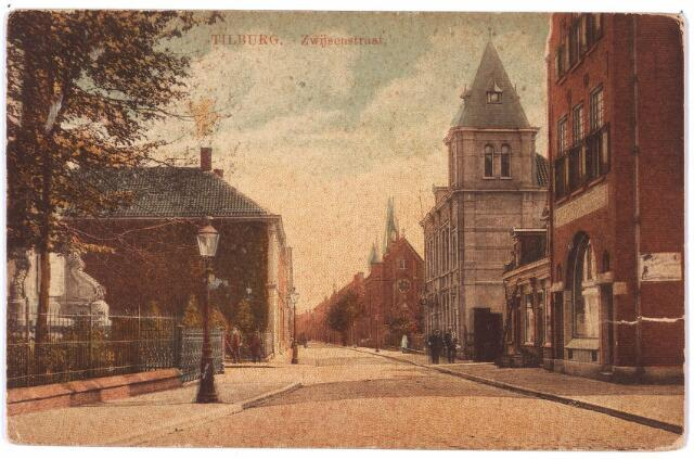 000029 - Bisschop Zwijsenstraat met rechts café Monument en het voormalige hoofdbureau van politie
