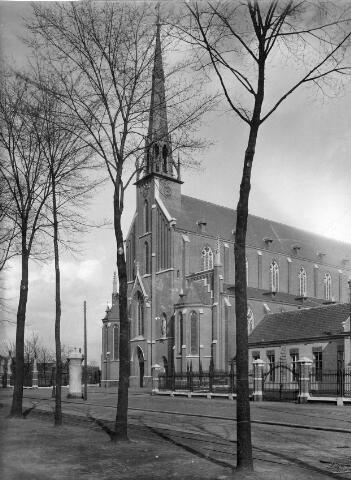 065880 - St. Dionysiuskerk aan de Goirkestraat.