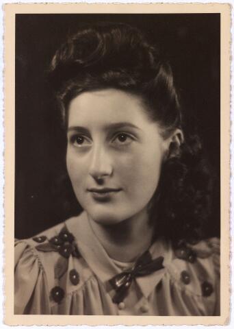 013716 - WO2 ; WOII ; Tweede Wereldoorlog. Verzet.  Verzetstrijdster Rosa Moszkowicz die een tijdje bij Coba Pulskens ondergedoken zat