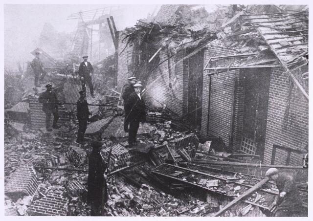 022697 - Textiel. Brand bij W. Brands aan de Hoogvensestraat op 28 augustus 1920