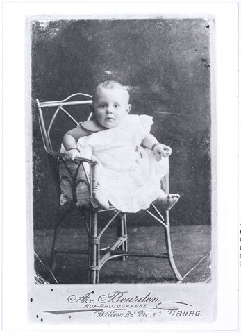 005555 - Marie-Louise van Roessel, dochter van Jacq van Roessel-Swagemakers. (reproductie; origineel niet in collectie aanwezig)
