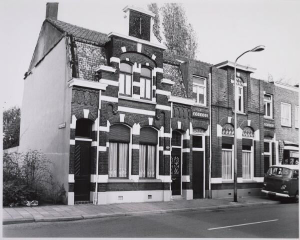 023105 - Panden St. Josephstraat 71 (rechts) en 73 (links) eind 1976