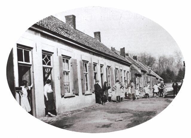 030675 - Sacharias Jansenstraat. Onderwijs. School voor geestelijk gestoorden.