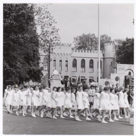 038823 - Volt. Sport en ontspanning. Viering van het 40 jarig bestaan van gymnastiekvereniging Volt in 1962. In 2014, na 92 jaar, is het restant van de eens bloeiende vereniging onder gebracht bij Kunst en Kracht.