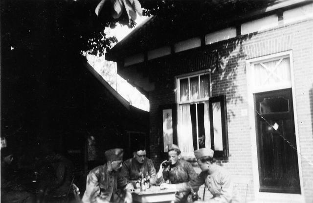 """830015 - WO2: WOII; Tweede Wereldoorlog. Oorlogsjaren. """"Na de krijgsgevangenschap"""""""