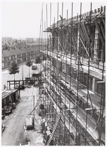 039183 - Volt. Zuid. Gebouwen, Nieuwbouw. De bouw van het nieuwe hoofdkantoor in 1960 met links de Groenstraat.