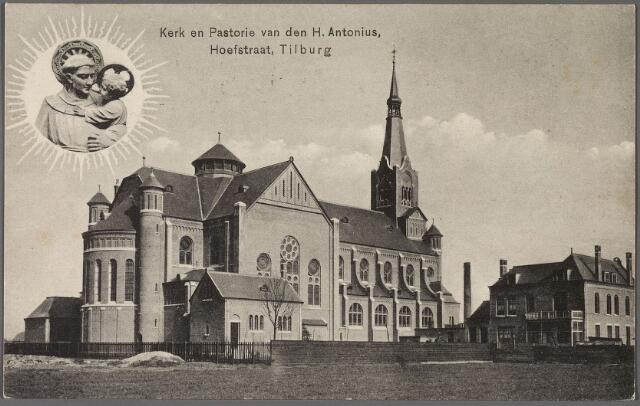 010923 - Kerk en pastorie van de H. Antonius van Padua aan de Hoefstraat. Links het beeld van de H. Antonius met het kindje Jezus.