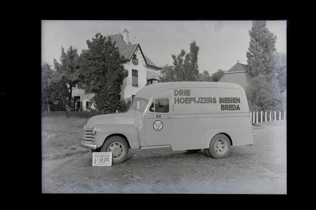 654831 - Bestelbus (Chevrolet 1949) van de Drie Hoefijzers, gebouwd door carrosseriefabriek van Gool.