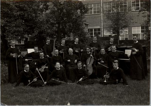 652994 - Orkest Symphonie, fr. aspiranten moederhuis.