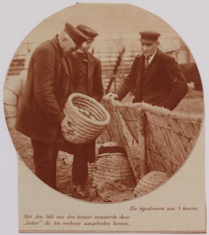 040722 - Bijenmarkt op het Gem. Sportpark te Tilburg (2-4-1930)