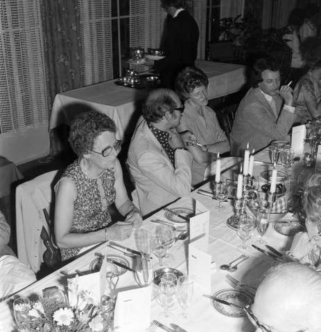 1237_012_990_008 - Viering van een jubileum van textiel firma Van Besouw b.v. bij restaurant Boschlust in Goirle in juni 1976.