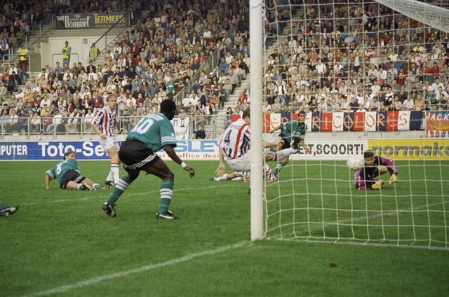 TLB023000957_002 - Willem II speelt thuis tegen Feyenoord.