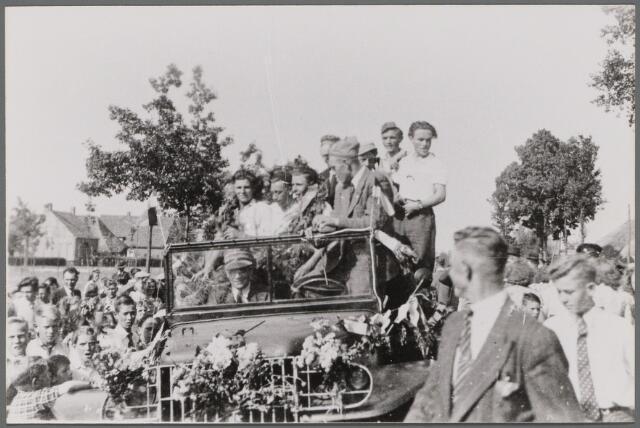 104476 - WO2 ; WOII ; Tweede wereldoorlog. Bevrijdingsfeest mei 1945 Den Hout.