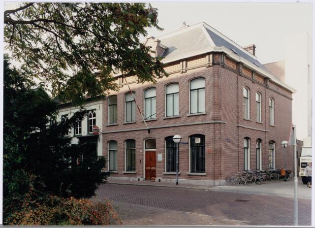 049155 - Stadhuisplein hoek Monumentstraat.